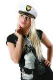 Mujer hermosa en el sombrero de un capitán Foto de archivo libre de regalías