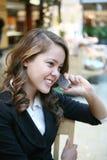 Mujer hermosa en el teléfono Fotos de archivo libres de regalías