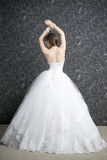 Mujer hermosa en el vestido de boda blanco con el corsé Fotografía de archivo