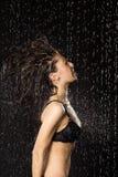 Mujer hermosa en estudio del agua Foto de archivo libre de regalías