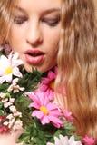 Mujer hermosa en flores Imagen de archivo libre de regalías