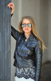 Mujer hermosa en gafas de sol Imágenes de archivo libres de regalías