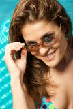 Mujer hermosa en gafas de sol. Imagen de archivo
