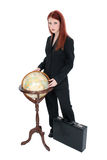 Mujer hermosa en juego con el globo y la cartera Imagenes de archivo