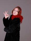 Mujer hermosa en la bufanda roja Fotografía de archivo libre de regalías