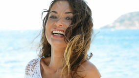 Mujer hermosa en la playa