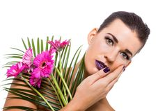 Mujer hermosa en maquillaje púrpura foto de archivo