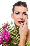 Mujer hermosa en maquillaje púrpura imagen de archivo