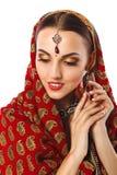 Mujer hermosa en ropa y accesorios tradicionales indios Imagen de archivo libre de regalías