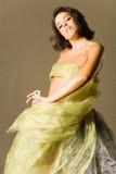 Mujer hermosa en seda Fotografía de archivo