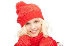 Mujer hermosa en sombrero, silenciador y manoplas Fotos de archivo