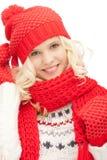 Mujer hermosa en sombrero, silenciador y manoplas Fotografía de archivo