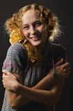 Mujer hermosa en suéter Fotos de archivo