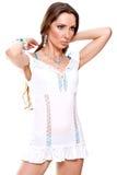 Mujer hermosa en una alineada blanca Fotos de archivo libres de regalías
