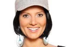 Mujer hermosa en una gorra de béisbol Fotos de archivo