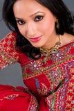 Mujer hermosa en una sari Fotografía de archivo libre de regalías