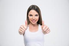 Mujer hermosa feliz que muestra los pulgares para arriba Imágenes de archivo libres de regalías