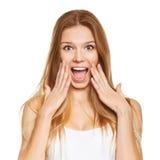 Mujer hermosa feliz sorprendida en el entusiasmo Aislado sobre blanco Foto de archivo libre de regalías