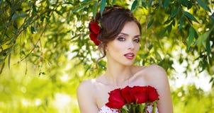 Mujer hermosa joven fotografía de archivo libre de regalías