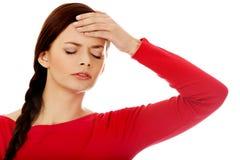Mujer hermosa joven con dolor de cabeza Fotografía de archivo