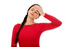 Mujer hermosa joven con dolor de cabeza Fotografía de archivo libre de regalías