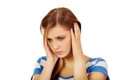 Mujer hermosa joven con dolor de cabeza Fotos de archivo libres de regalías