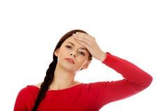 Mujer hermosa joven con dolor de cabeza Foto de archivo