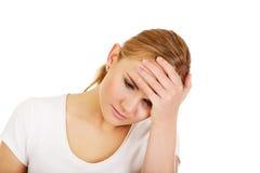 Mujer hermosa joven con dolor de cabeza Imágenes de archivo libres de regalías