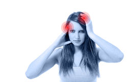 Mujer hermosa joven con dolor de cabeza severo Fotos de archivo libres de regalías