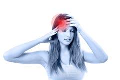 Mujer hermosa joven con dolor de cabeza severo Imagen de archivo