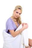 Mujer hermosa joven con el pelo rizado largo Imágenes de archivo libres de regalías