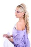 Mujer hermosa joven con el pelo rizado largo Imagenes de archivo