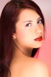 Mujer hermosa joven con el pelo rojo Imagen de archivo
