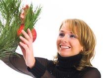 Mujer hermosa joven con la chuchería de la Navidad Imágenes de archivo libres de regalías