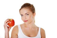 Mujer hermosa joven con la manzana roja Fotografía de archivo libre de regalías