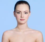 Mujer hermosa joven con la piel limpia Imagen de archivo libre de regalías