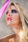 Mujer hermosa joven con los ojos del smokey y los labios rosados Imagenes de archivo