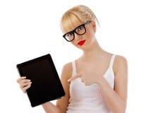 Mujer hermosa joven con PC de la tablilla Fotografía de archivo