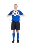 Mujer hermosa joven en azul con el balón de fútbol Fotografía de archivo libre de regalías