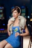 Mujer hermosa joven en el casino Imágenes de archivo libres de regalías