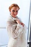 Mujer hermosa joven en jersey Foto de archivo libre de regalías