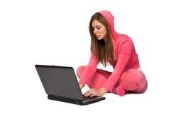 Mujer hermosa joven en la ropa de deportes rosada Fotografía de archivo libre de regalías