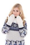 Mujer hermosa joven que presenta en la ropa del invierno aislada en blanco Foto de archivo