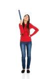 Mujer hermosa que destaca con un lápiz grande Imagen de archivo libre de regalías