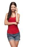 Mujer hermosa que habla en el teléfono celular Imagen de archivo libre de regalías