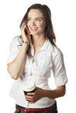 Mujer hermosa que habla en el teléfono móvil Imágenes de archivo libres de regalías