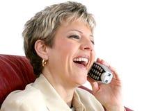 Mujer hermosa que habla en un teléfono sin cuerda de la casa sobre blanco Fotos de archivo libres de regalías