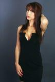 Mujer hermosa que lleva un vestido sexy Fotografía de archivo libre de regalías