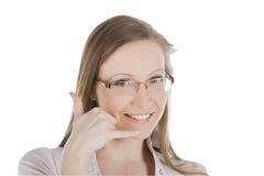 Mujer hermosa que me hace una llamada gesto Imagen de archivo