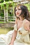 Mujer hermosa que mira en la distancia Imágenes de archivo libres de regalías
